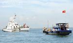 Tàu cá gặp nạn trôi tự do trên biển được cảnh sát biển cứu hộ