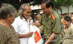 Khám chữa bệnh, tặng quà cho đồng bào nghèo xã Suối Đá