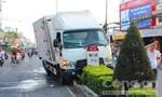 Xe tải leo dải phân cách
