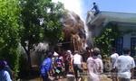 Cháy đống rơm gần trụ điện, cả thôn hoảng loạn