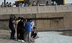 Cá chết tạo thành 'dòng sông trắng' ở Thiên Tân