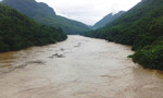 Nước sông Mã lên nhanh, nhà dân chìm trong lũ