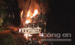 Xe khách bốc cháy kinh hoàng, 8 người thương vong