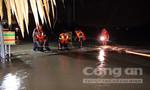 """20 cảnh sát chữa cháy giải cứu 6 người bị kẹt giữa """"biển nước"""""""