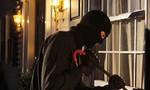 Bị phát hiện, tên trộm rút dao đe dọa gia chủ