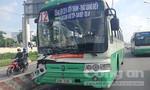 Xe tải thắng gấp, xe buýt móp đầu, hành khách hoảng loạn