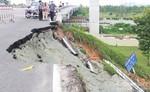 Sạt lở nghiêm trọng tại đường dẫn cầu vượt Thủ Đức