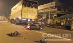 Xe máy va chạm hai xe tải, một người chết