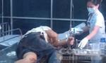 Xe ben cuốn nát xe máy trước trụ sở công an, một nạn nhân tử vong
