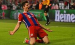 Lewandowski điền tên vào sử sách với 5 bàn trong 9 phút