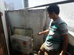 Một người phụ nữ bị điện giật chết bên cục nóng máy lạnh