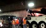 Hầm Thủ Thiêm bị phong toả 5 phút vì xe tải bốc khói