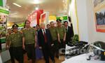 Tổng Bí thư Nguyễn Phú Trọng thăm gian trưng bày triển lãm của Bộ Công an