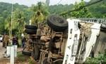 Lật xe tải, 4 người thương vong