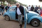 Tổng thống nghèo nhất thế giới lái xe con bọ VW