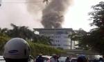 Đang cháy lớn tại Toyota Mỹ Đình, hàng trăm nhân viên tháo chạy