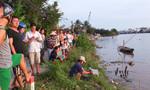 Người dân bất lực nhìn một học sinh lớp 8 chới với giữa dòng sông