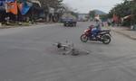 Đi xe đạp qua đường, cụ ông bị tông nguy kịch
