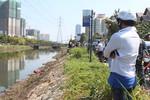 Thi thể phụ nữ đang phân hủy tại kênh dọc xa lộ Hà Nội