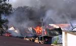 Cháy xưởng gỗ mỹ nghệ, hàng chục hộ dân hốt hoảng