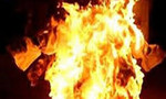 Vợ tạt xăng đốt chết chồng lúc nửa đêm