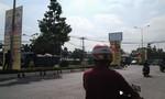 Ngang nhiên dựng tấm pa-no quảng cáo ngay giữa đường phố