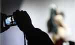 Giả danh công an ép 2 thiếu nữ chụp hình khỏa thân, bán dâm