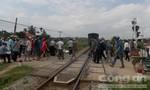 Xe máy bị tàu lửa tông, một người tử vong