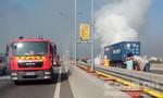 Xe container bốc cháy dữ dội trên cao tốc TP.HCM – Long Thành – Dầu Giây
