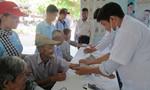 TP.HCM: Tặng quà Tết, khám bệnh cho người già ở phường Long Phước