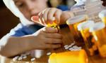 Bé trai 3 tuổi 'lén' lấy thuốc ngừa thai của mẹ 'ăn' vì tưởng là kẹo