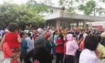 Công nhân từ Bình Dương kéo xuống quận Thủ Đức phản đối việc cắt giảm lương