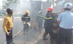 Thùng xe tải bốc cháy trên đường, nhiều người hoảng loạn