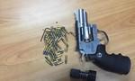 """Vụ vận chuyển súng đạn qua đường hàng không: Bắt giữ một """"đầu nậu"""" buôn súng"""