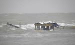 Khẩn trương tìm kiếm ngư dân rơi xuống biển mất tích