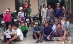 Nhiều ngư dân tập trung trước Trạm Bảo vệ nguồn lợi thủy sản La Gi để phản đối