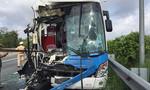 Xe khách tông xe container trên cao tốc, 5 người bị thương