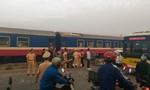 Hiện trường tàu hỏa va chạm ô tô khiến 7 người thương vong