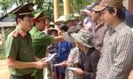 Báo CATP cùng nhà hảo tâm hỗ trợ bà con vùng lũ Quảng Bình