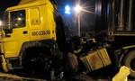 Đầu kéo container ủi tung dải phân cách, giao thông ùn tắc