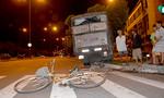 CSGT đưa người đàn ông bị xe tải tông đi cấp cứu