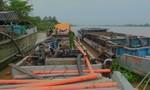 Bắt cát tặc trên sông Hàm Luông