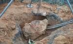 Nam thanh niên đào mộ thuê bị đá đè tử vong