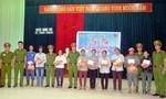 Trường trung cấp CSND V trao tặng hàng trăm suất quà cho đồng bào vùng lũ