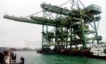 Ba giàn cẩu 'khổng lồ' của Formosa dạt vào bờ biển Quảng Bình