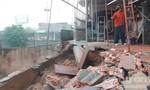 Mưa lớn kéo dài, nhiều công trình thi công bị gián đoạn