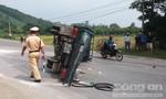 Xe khách đâm xe tải lật nhào giữa đường, nhiều người thương vong
