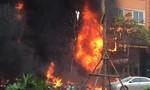Clip: Giây phút khói lửa bao trùm quán karaoke khiến 13 người chết