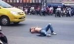 """Con nghiện lên cơn """"ngáo đá"""" chặn xe làm náo loạn Sài Gòn"""