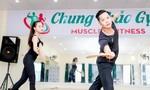 Hoàng Thu Thảo tập múa chuẩn bị thi Hoa hậu Châu Á Thái Bình Dương